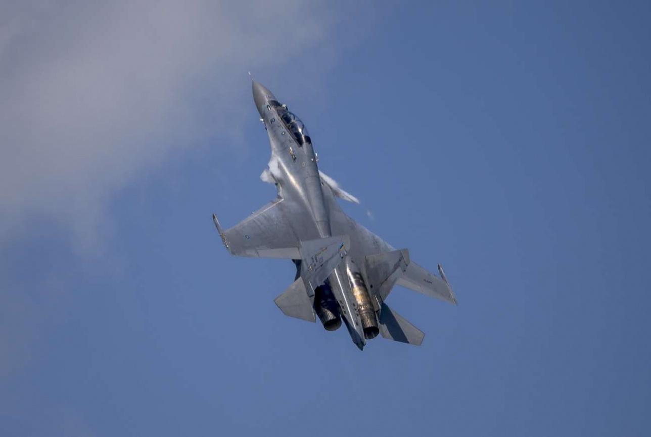 Эффектный срыв потока с переднего горизонтального оперения Су-30 МКМ