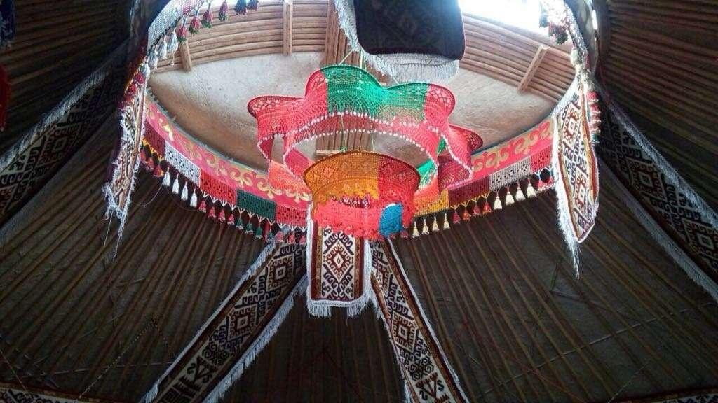 Патшагүл Жанасбайқызының құрған киіз үйінің ішкі көрінісі