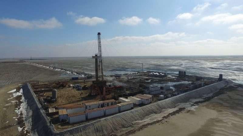 По данным специалистов, нефть не утекла за пределы буровой