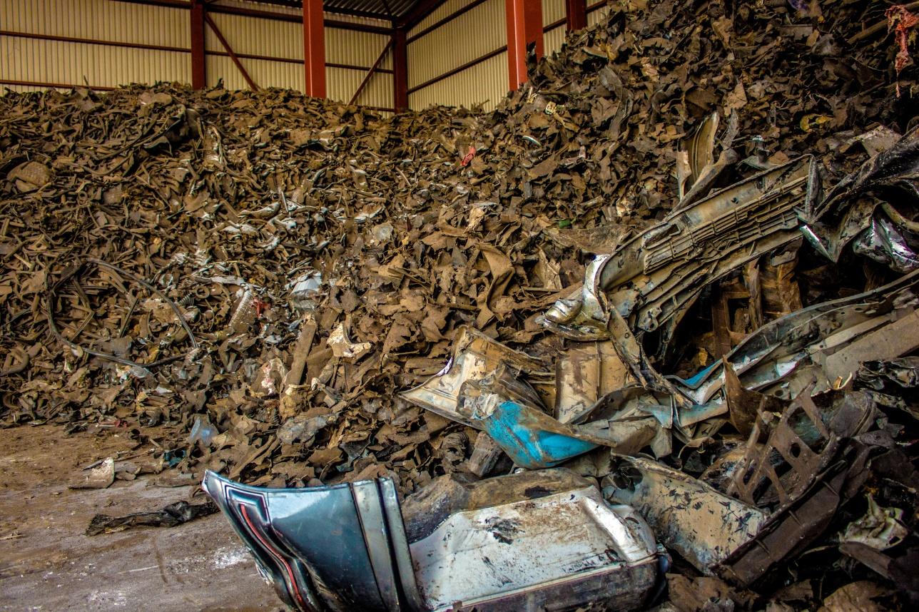 Резину и пластмассы на заводе пока складируют