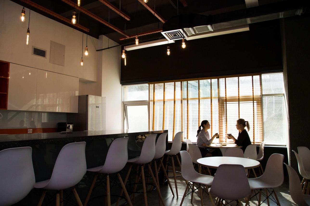 Кухня на втором этаже офиса