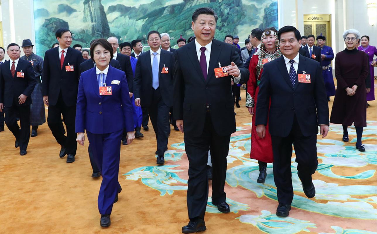 Ши Жинпиң Халық құрылтайы өкілдерімен бірге