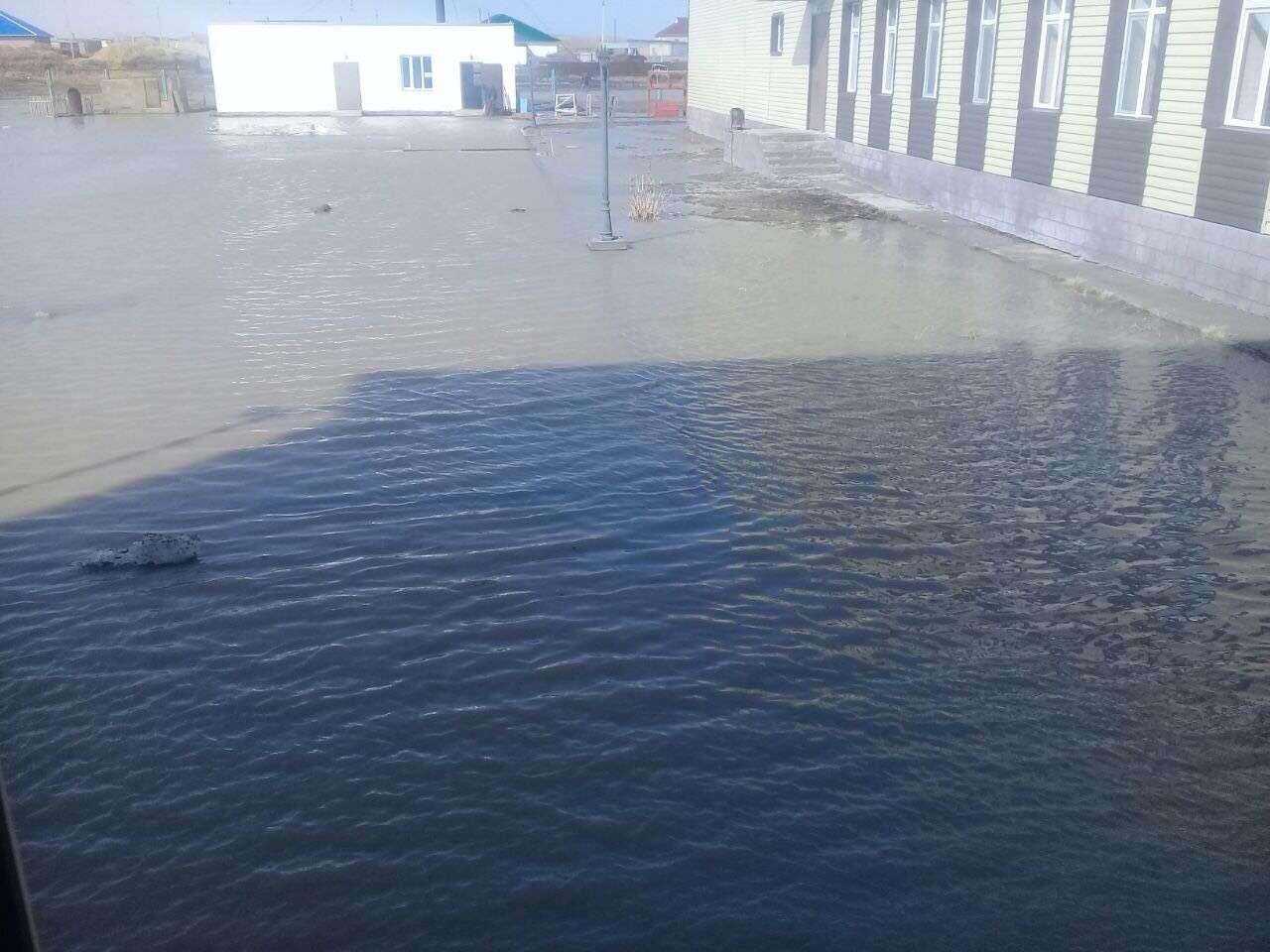 Школу села Аранды затопило талыми водами