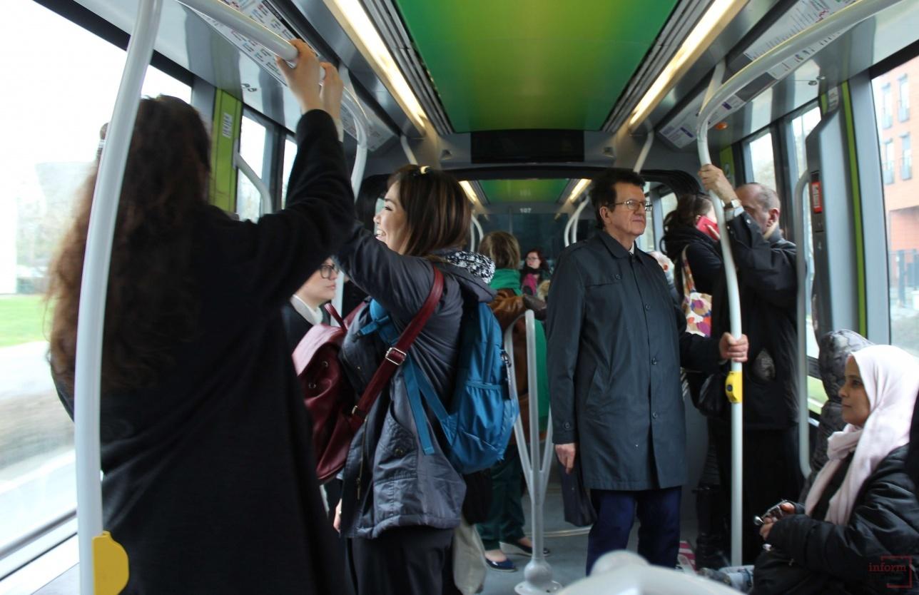 Пассажиры в трамвае Citadis