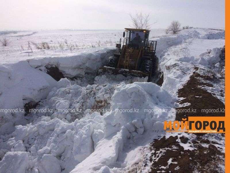 Снег вывозят коммунальные службы