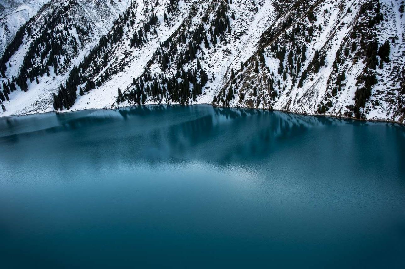 Вид на Большое Алматинское озеро с борта EC 145