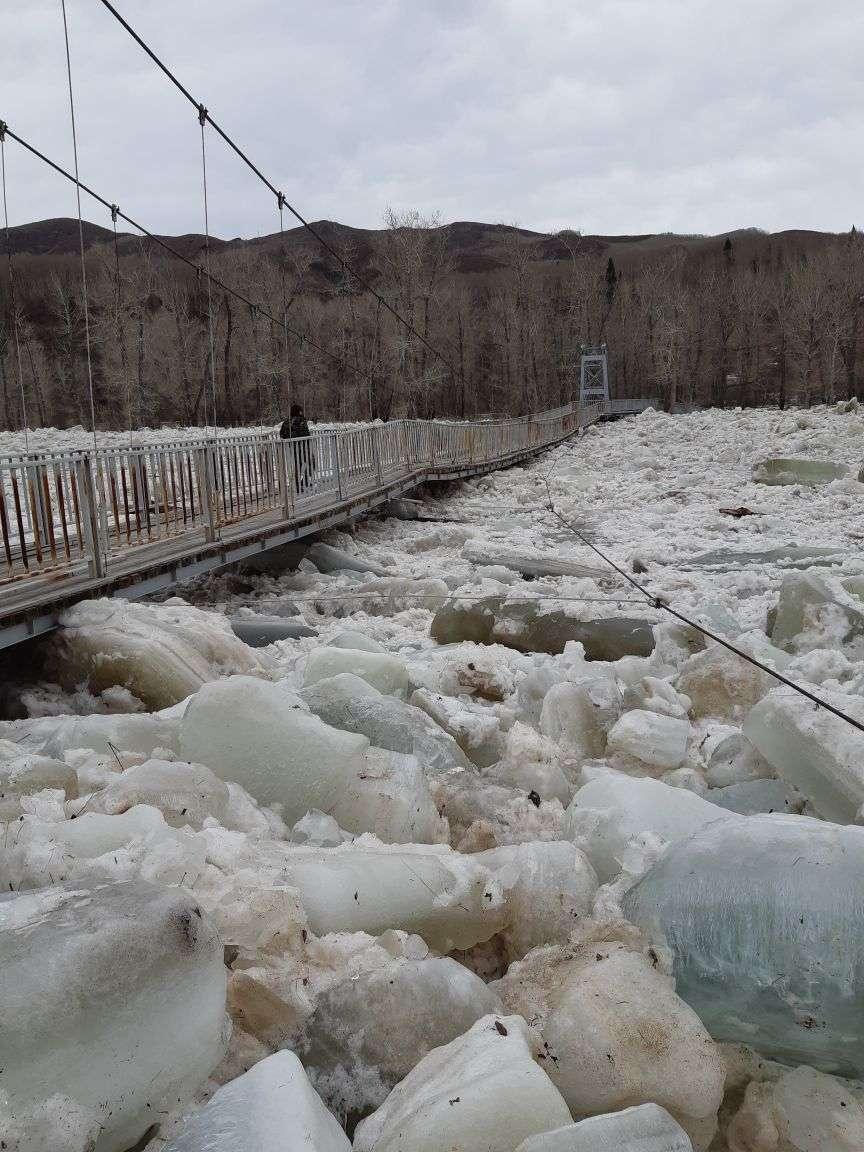 Реки не могут справиться с льдом