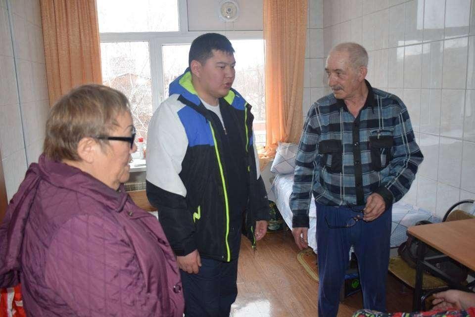 Аким Усть-Каменогорска встретился с жителями, эвакуированными из подтопленных домов