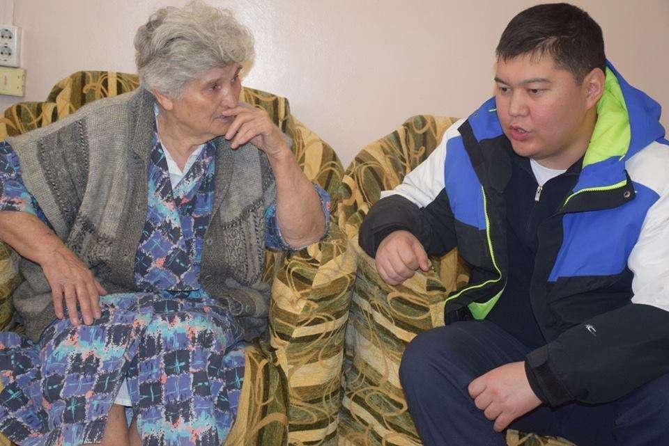 Аким поговорил с людьми, ответил на их вопросы и рассказал, какую они могут ждать помощь от акимата