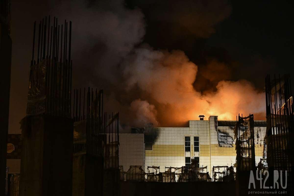 39 человек погибли во время пожара в торговом центре