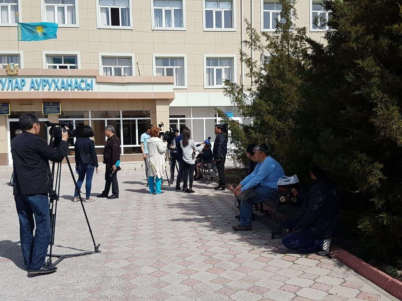 Родные пострадавших обратились за помощью к журналистам