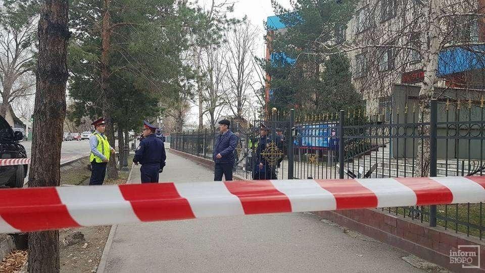 Территория областного военкомата Алматинской области оцеплена полицией