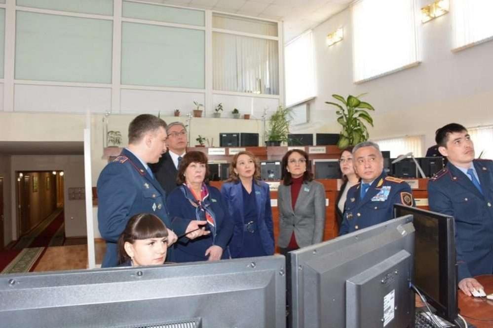 Депутаты Мажилиса встретились с полицейскими СКО