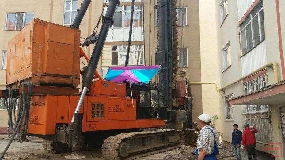"""Фундаменты домов в """"Алгабасе"""" укрепляли огромными сваями"""