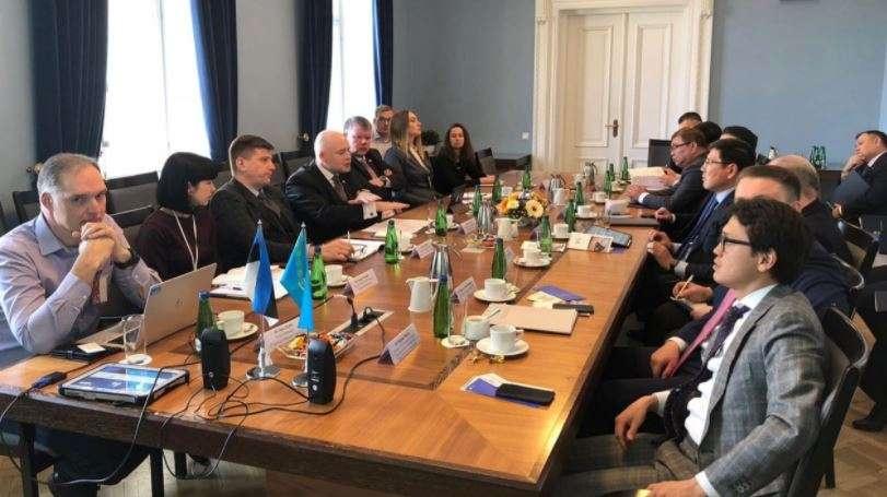 Делигация Казахстана во главе с Аскаром Жумагалиевым в Эстонии .