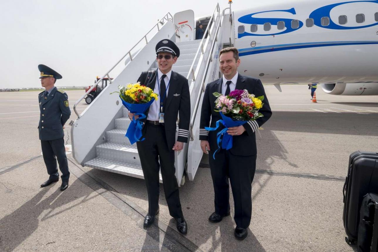 С авиазавода в Сиэтле самолет перегоняли два совместных экипажа