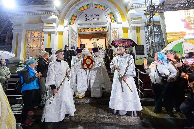 После литургии огласили послание Предстоятеля Русской Православной Церкви Святейшего Патриарха Московского и всея Руси Кирилла