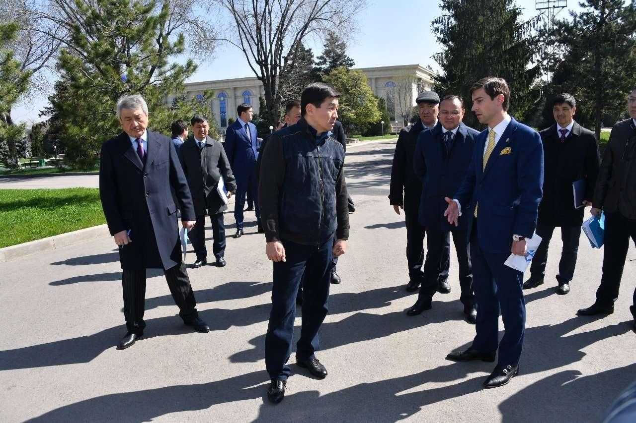 """Больше зелени должно быть на территории КЦДС """"Атакент"""", заявил Бауыржан Байбек"""