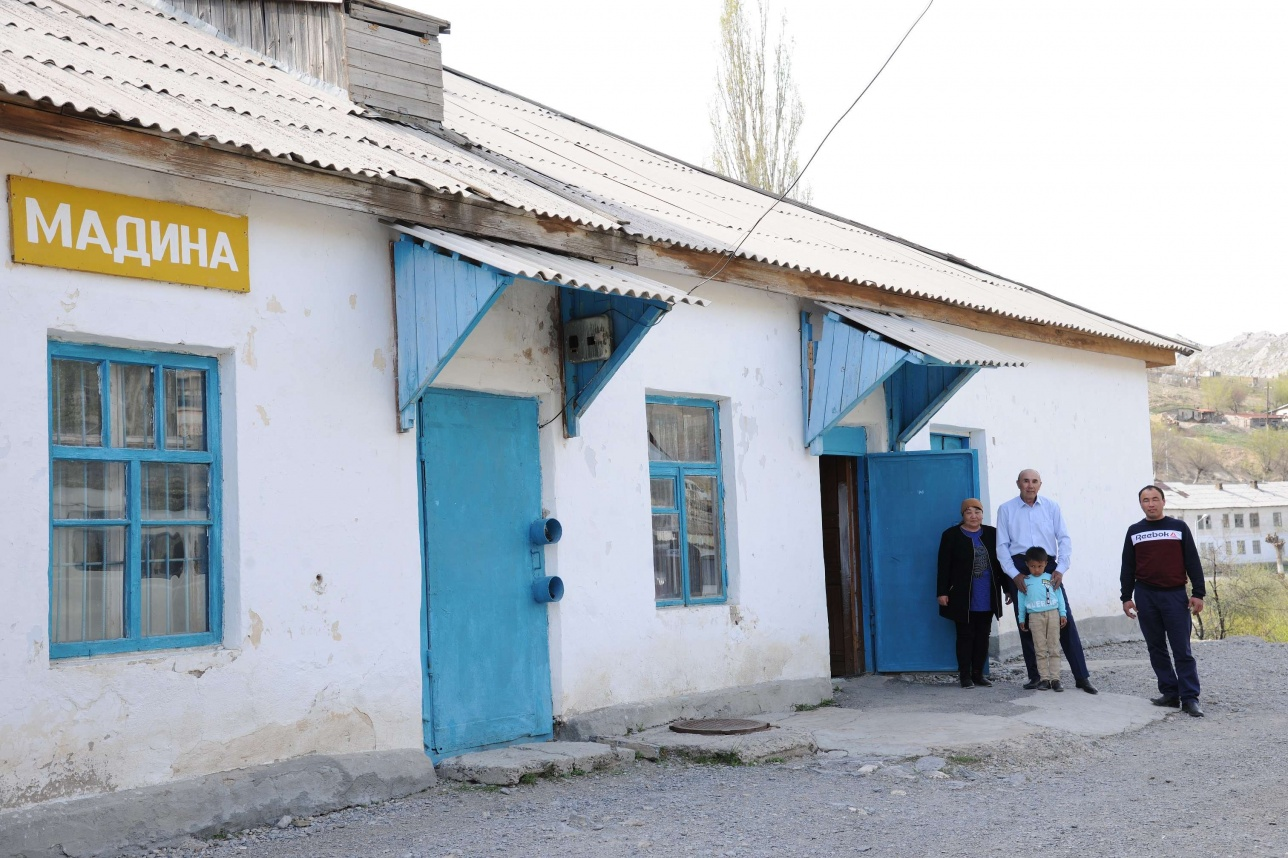 Әділхан Тәкібаев екі дүкенінде де ішімдік сатпайды екен