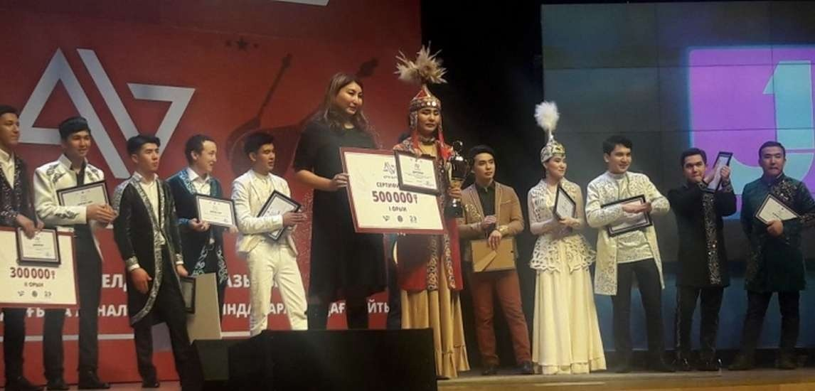 Победительница конкурса импровизаторов получила полмиллиона тенге