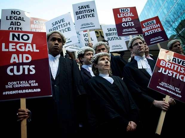 Адвокаты Великобритании активно протестовали против сокращения своих гонораров