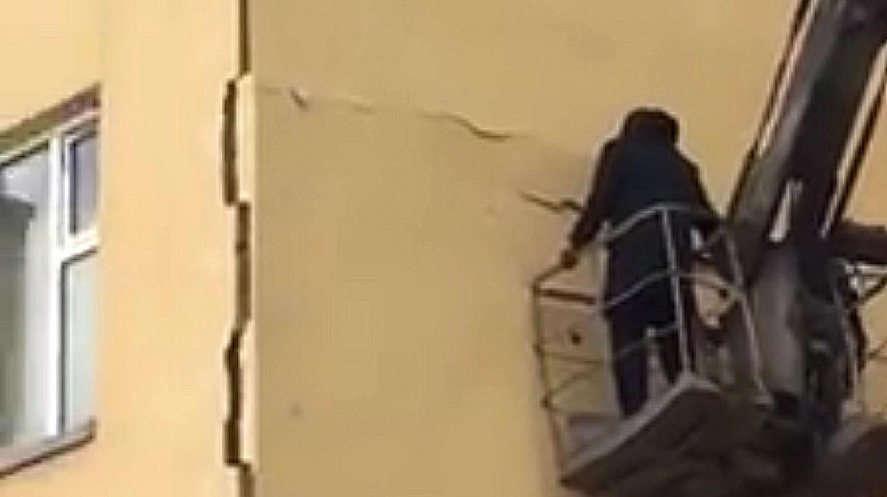 Штукатурка дома по адресу Туркестан,4 дала трещину