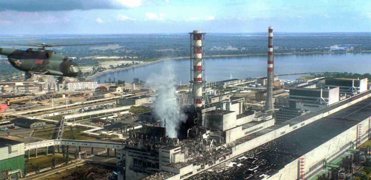 Жарылыс кезіндегі Чернобыль АЭС-ның 4-блогі