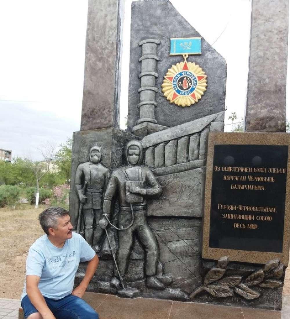 Балхаш қаласындағы Чернобыль апатын залалсыздандыруларға қатсқандарға қойылған ескерткіш.