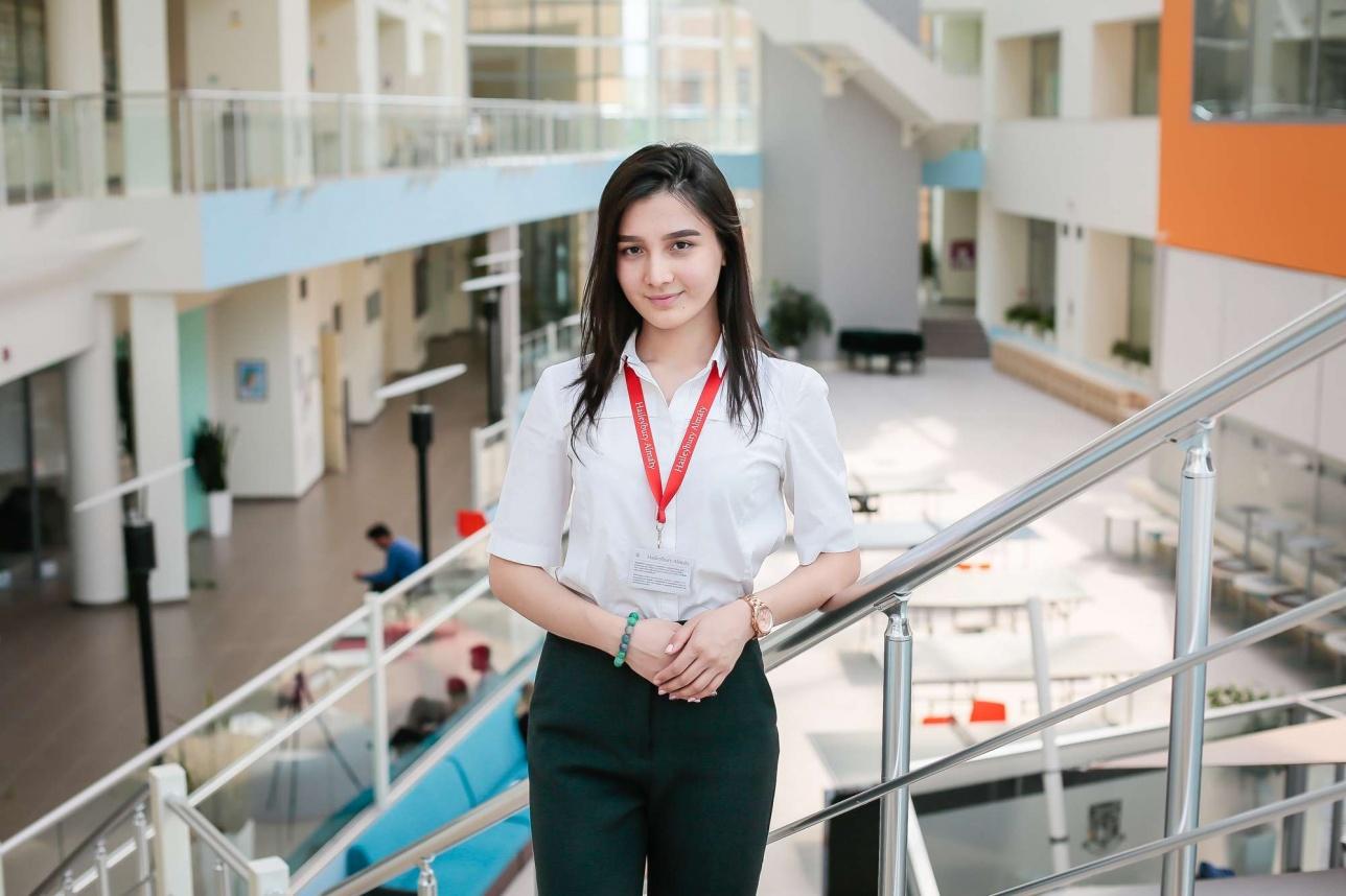 Выпускница Haileybury Almaty 2018 года Дария Баймагамбетова