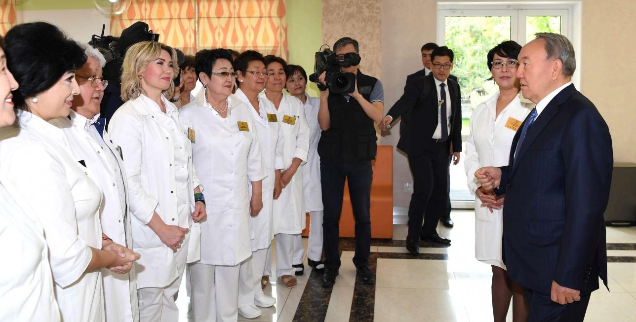 Глава государства посетил медцентр в Алматы