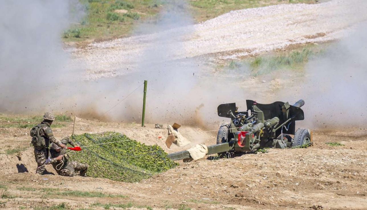 """Стрельба из 100 мм противотанковой пушки МТ-12 """"Рапира"""""""