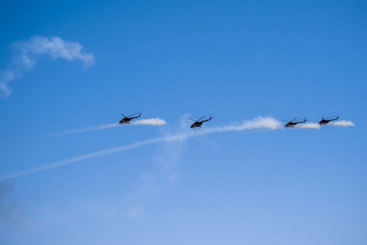 Огонь ведёт звено транспортно-боевых вертолётов Ми-171 Ш
