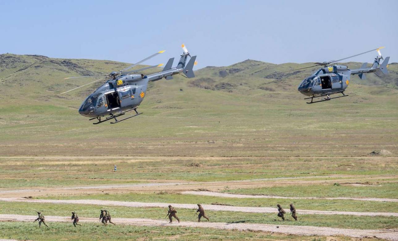 Пара EC 145 доставила бойцов спецназа в район войсковой операции