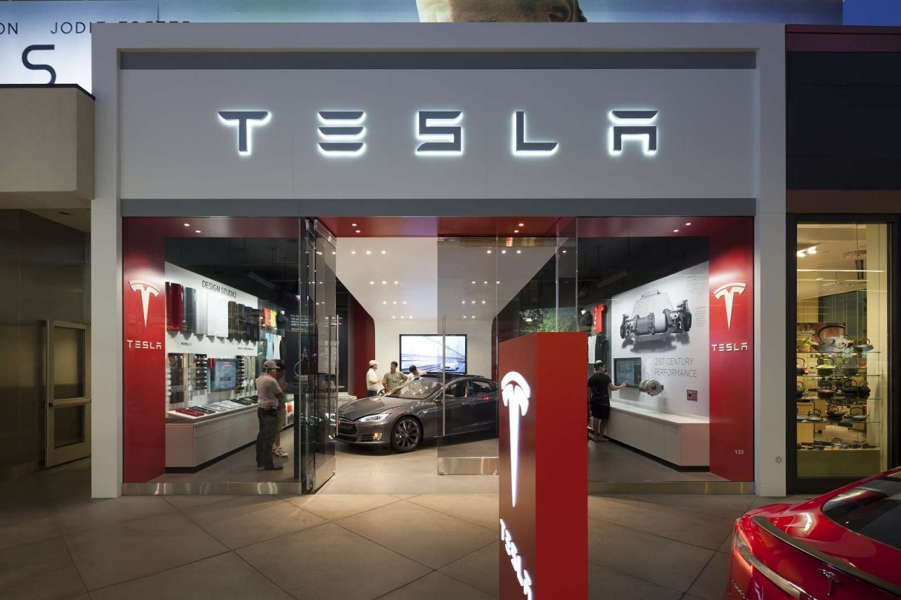 Фирменный автоцентр компании Tesla