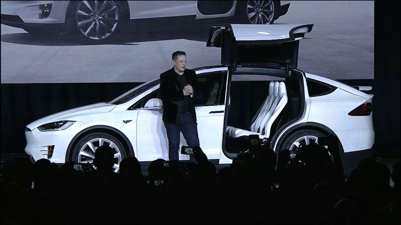 Маск лично участвует в презентациях всех новых своих проектов
