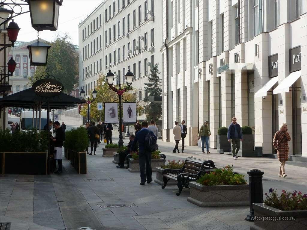 Столешников переулок - одно из самых дорогих мест для шопинга в Москве