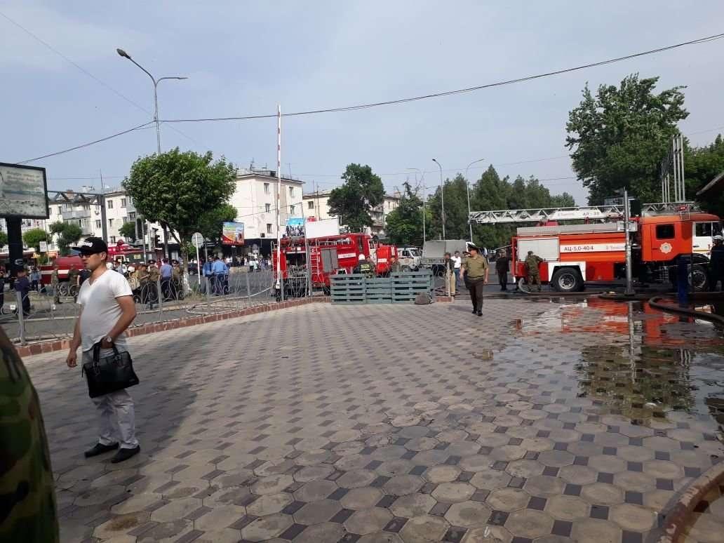 На месте ЧП работают более 60 пожарных