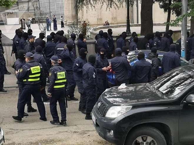 Спецназ на проспекте Руставели в Тбилиси неподалеку от акции протеста