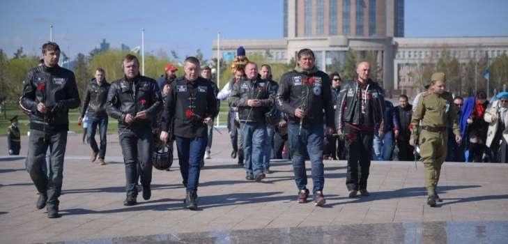 Участники посещают места боевой славы павших в ВОВ солдатов