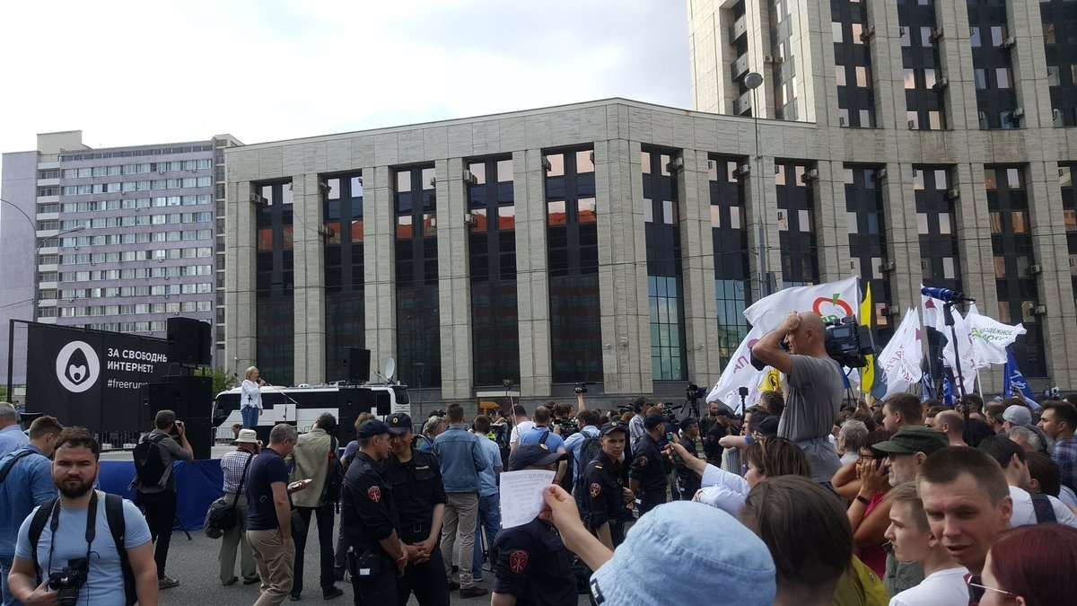 Участники акции собрались на проспекте Академика Сахарова