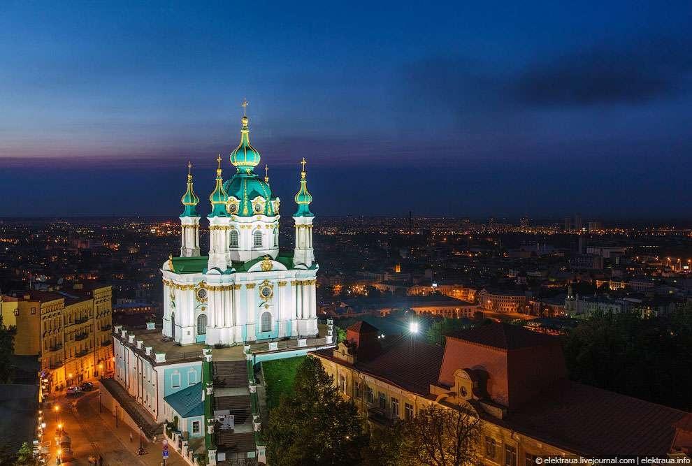 Андреевская церковь ночью