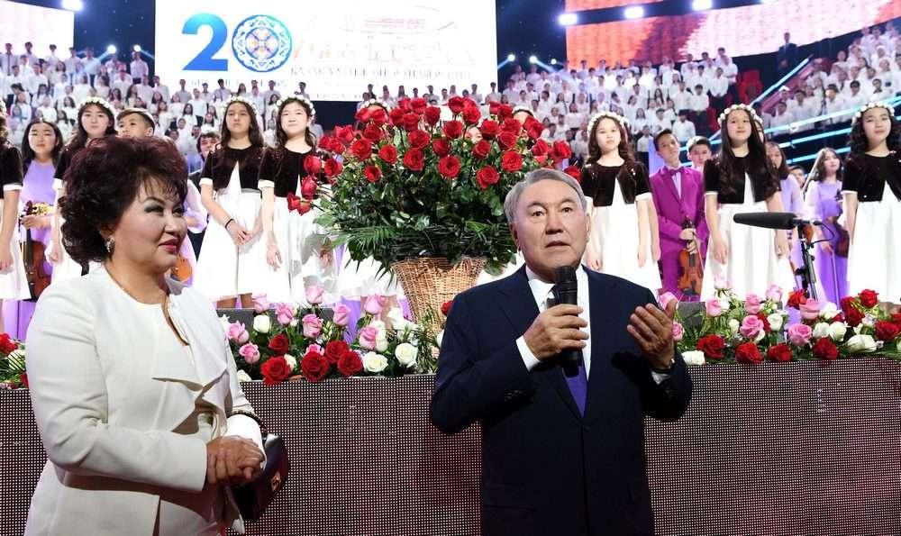 Нурсултан Назарбаев поздравил педагогов и студентов Университет искусств с юбилеем вуза