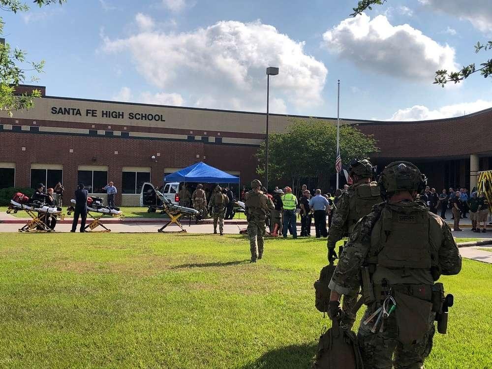Десять человек убито во время стрельбы в школе