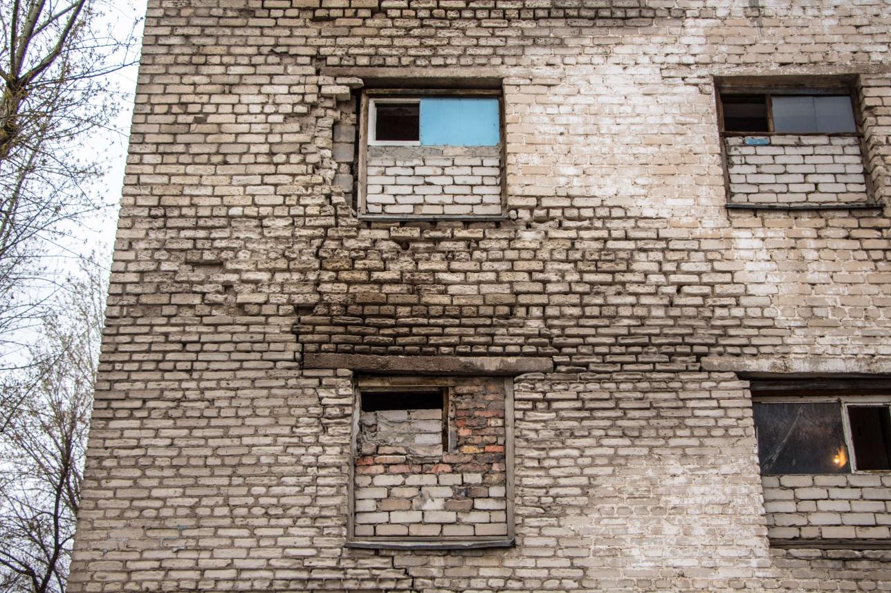 Жильцы дома по адресу Янушкевича, 12 не понимают, почему его до сих пор не снесли