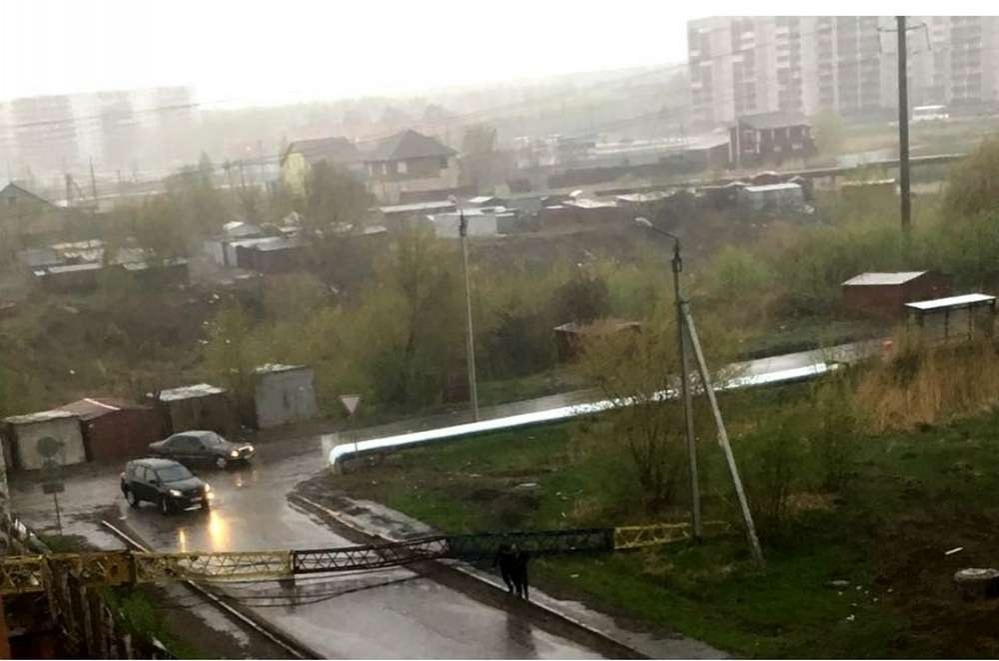 Жители Петропавловска сообщают, что стихия бушевала всего 10-15 минут