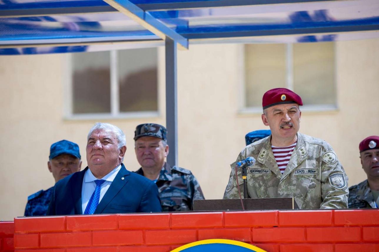 Генеральный секретарь ОДКБ Юрий Хачатуров (слева) и Главнокомандующий Национальной гвардией РК генерал-лейтенант Руслан Жаксылыков