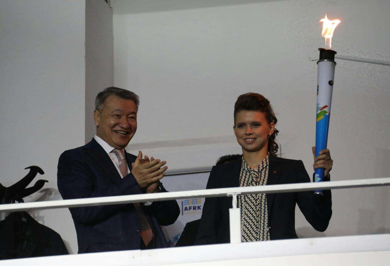 Юлии Галышевой вручили подарки от имени всех земляков