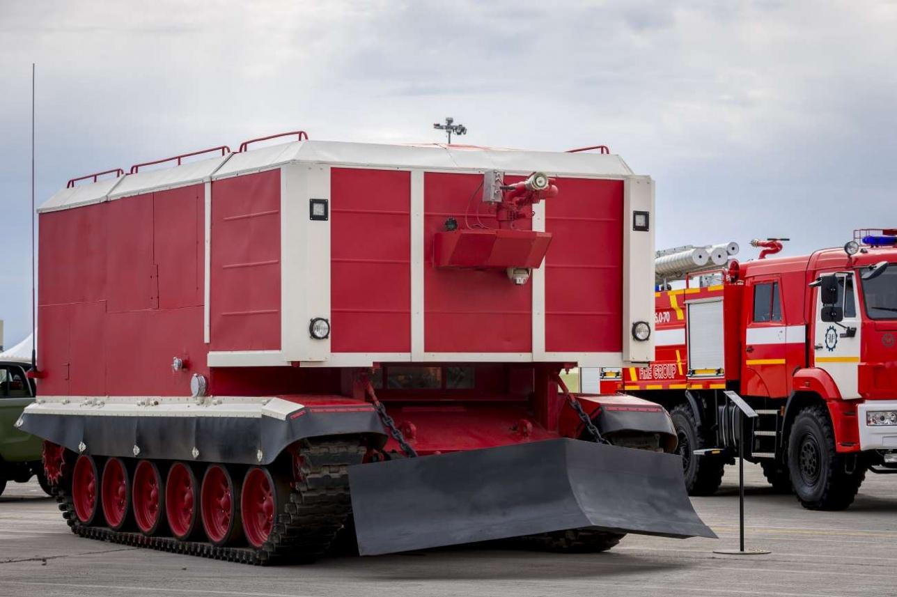Гусеничная пожарная машина на базе танка Т-72