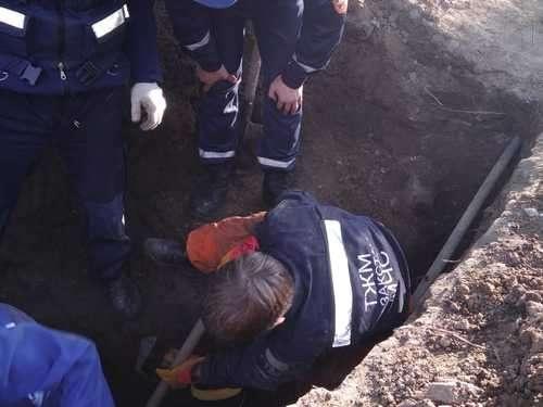 Спасатели извлекли из-под земли рабочего