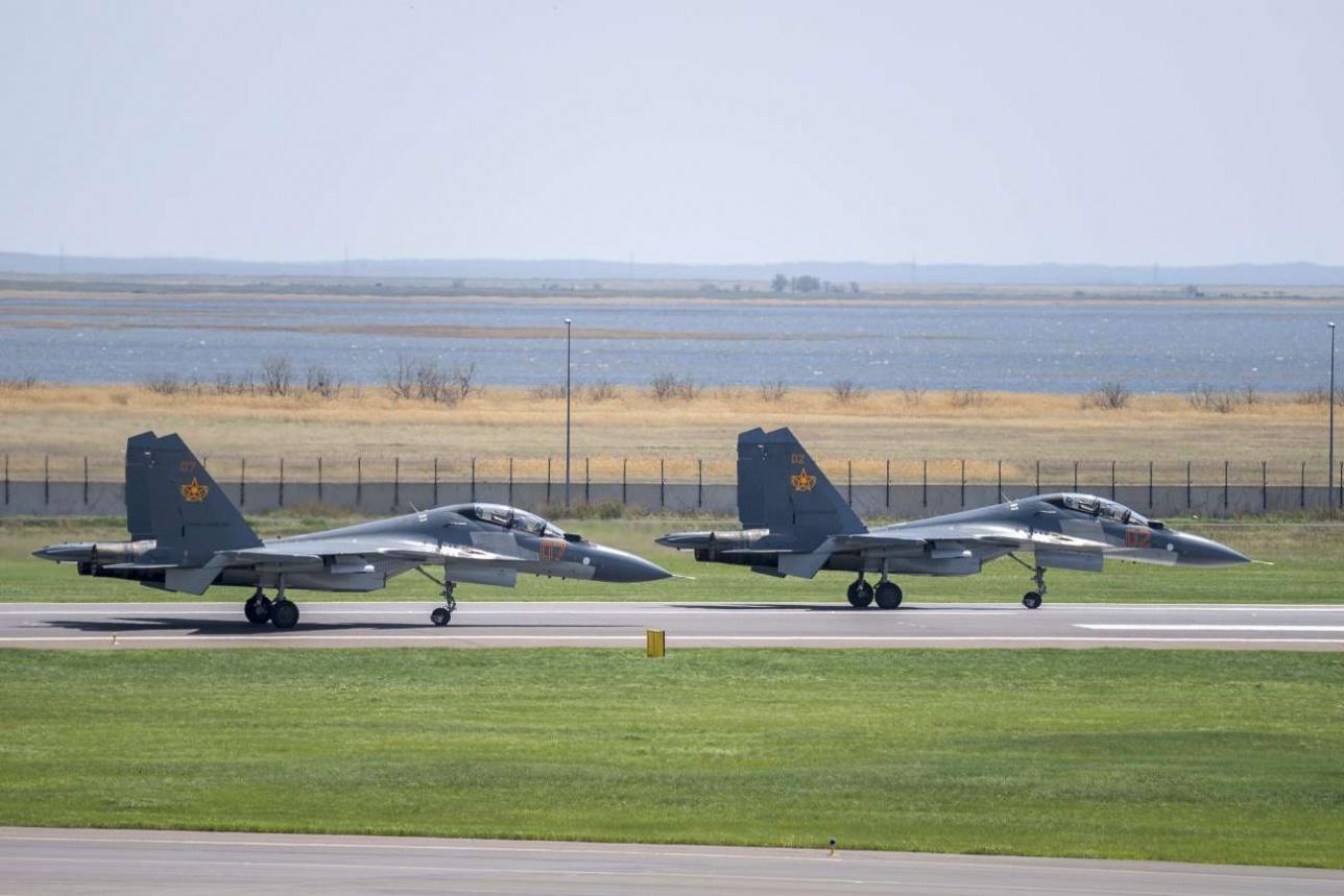 Парный взлёт Су-30СМ военно-воздушных сил Казахстана